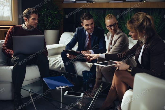 Arbeite hart, arbeite klug, arbeite zusammen