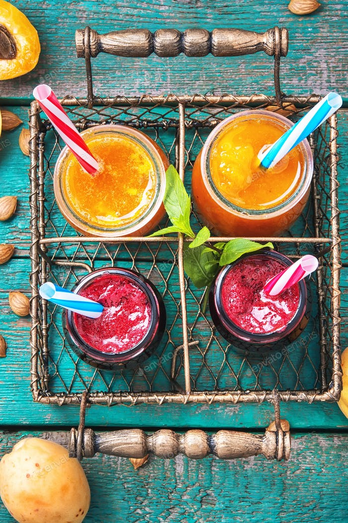 Glas mit Aprikosen-Smoothies