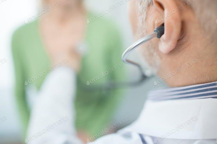 Stethoskop-Untersuchung