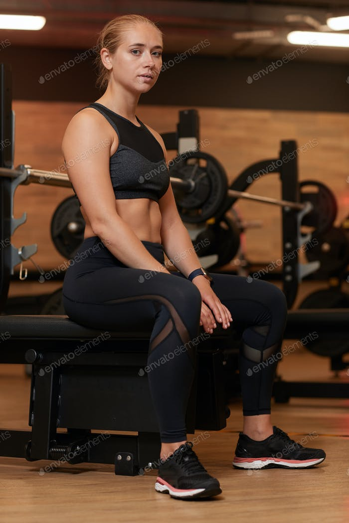 Frau im Fitness-Club