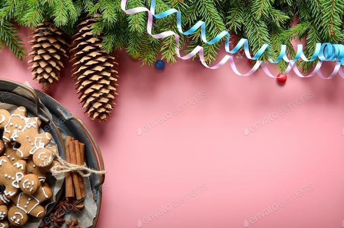 Flache Lay Design von Weihnachten Grußkarte von Tannenzweigen Kegel