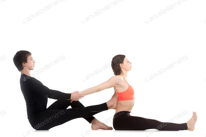 Sitzende vorwärts gebogene Pose mit Partner