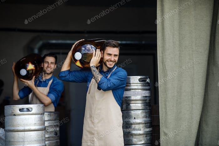 Producción de bebidas alcohólicas, industria cervecera y planta moderna