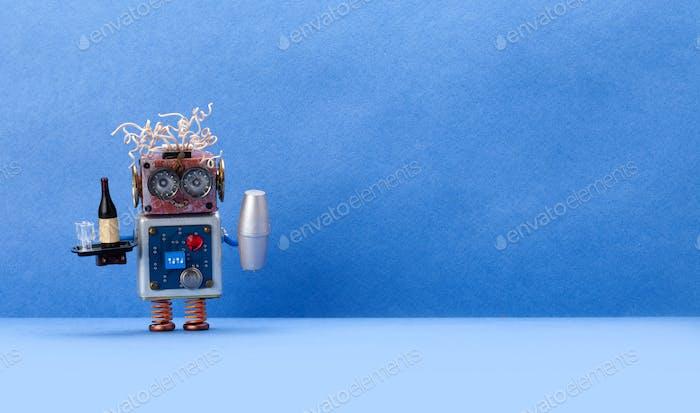 Spielzeug Roboter Barkeeper Kellner hält ein Tablett mit einer Bestellung Weingläser Flasche und Cocktail-Shaker
