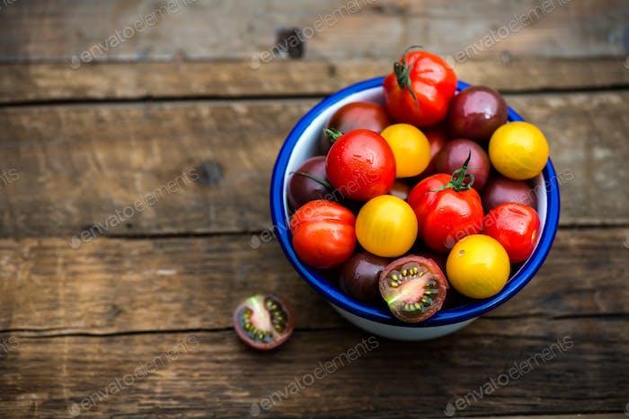 Verschiedene Arten von Organic Baby TomatenVerschiedene Arten von Bio Baby Tomaten
