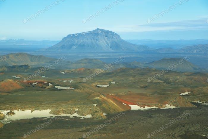 Luftaufnahme des Herdubreid Gebirges