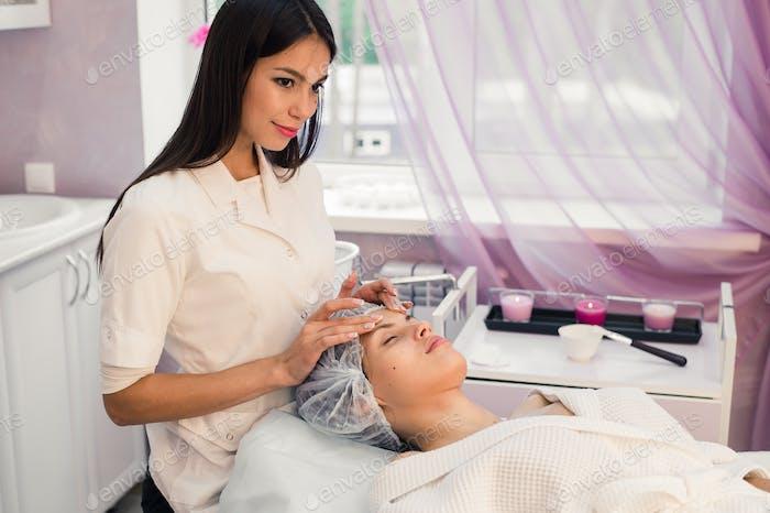 Woman cosmetologist to work in beauty salon