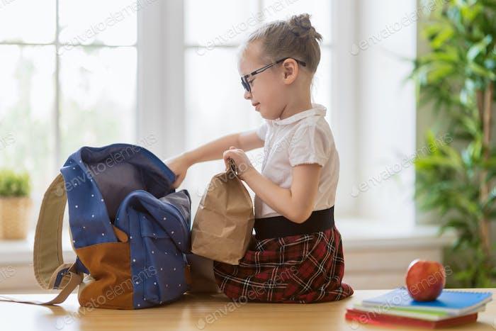 Kind Vorbereitung auf die Schule