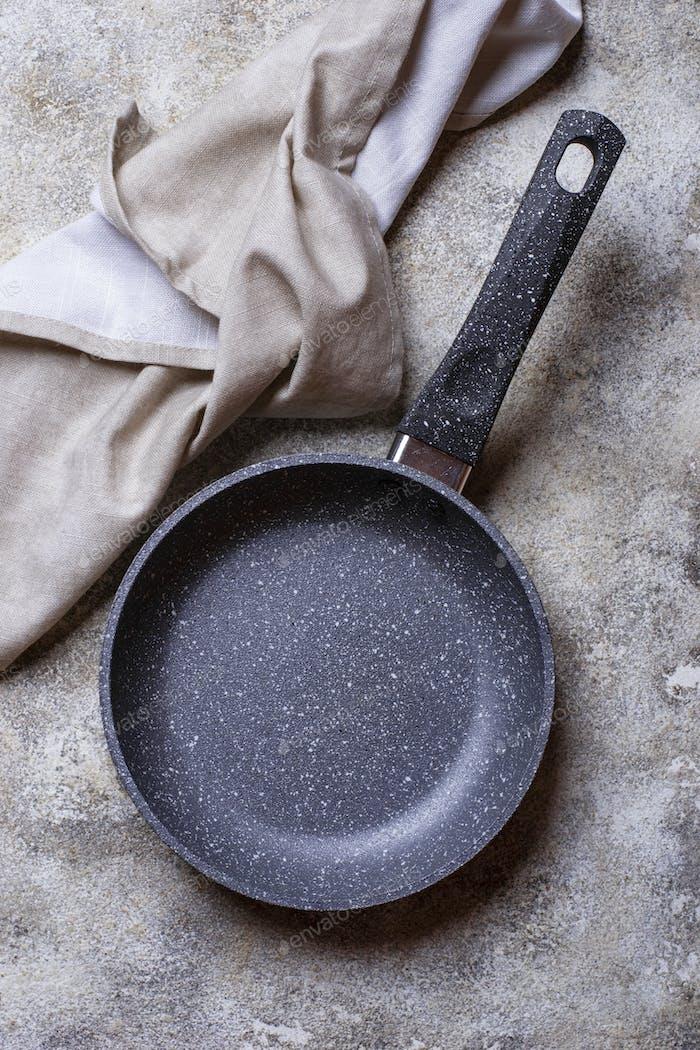 Leere Grey Stone Bratpfanne