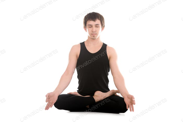 Lotus Haltung mit Finger in yogischer Geste Chin Mudra