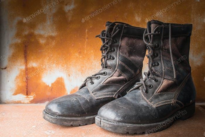 alte Stiefel Schuhe