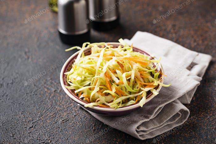 Krautsalat mit Kohl, traditioneller amerikanischer Salat