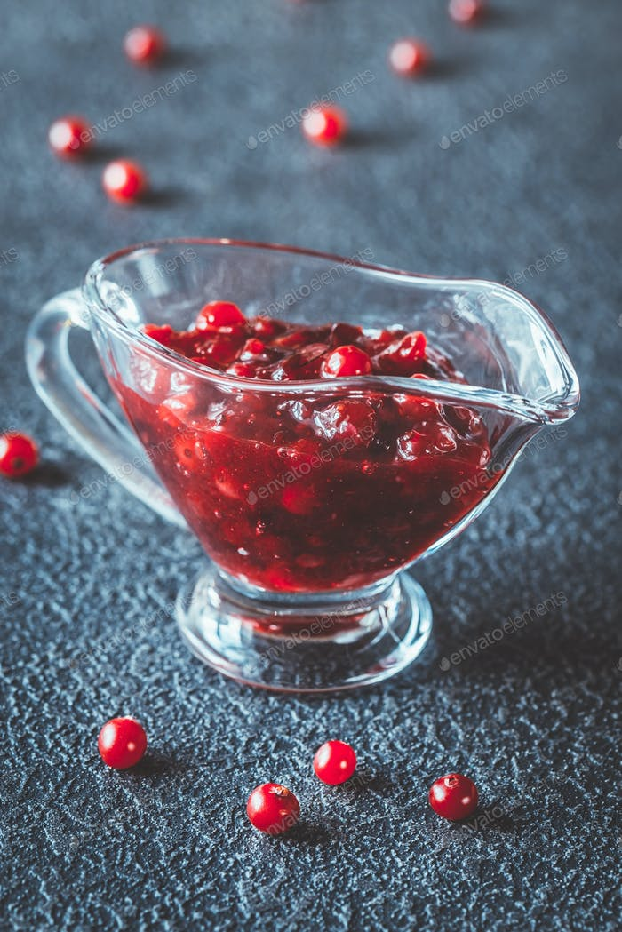 Cranberry-Sauce in Glas Soße Boot