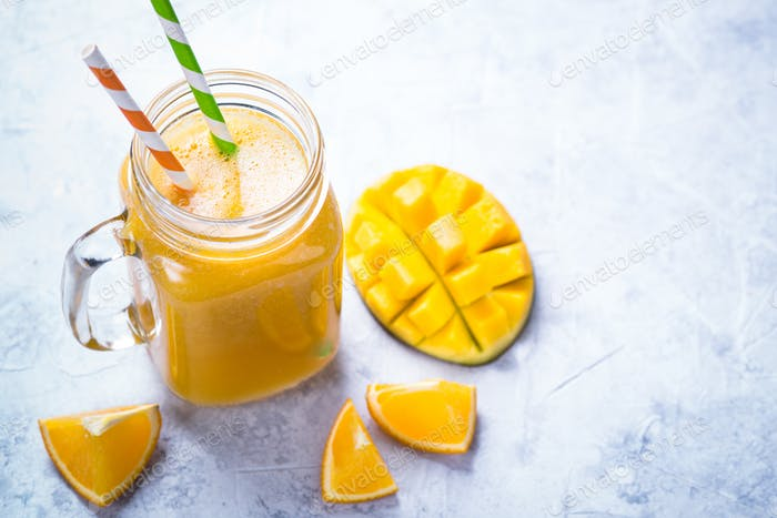 Mango orange juice smoothie