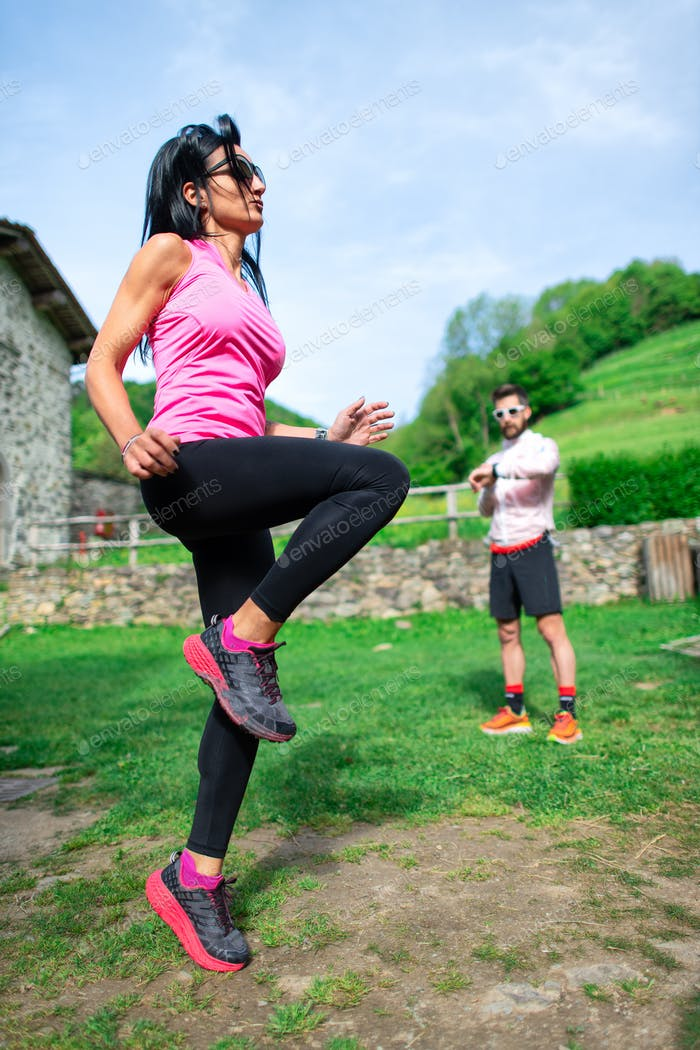 Personal trainer makes woman
