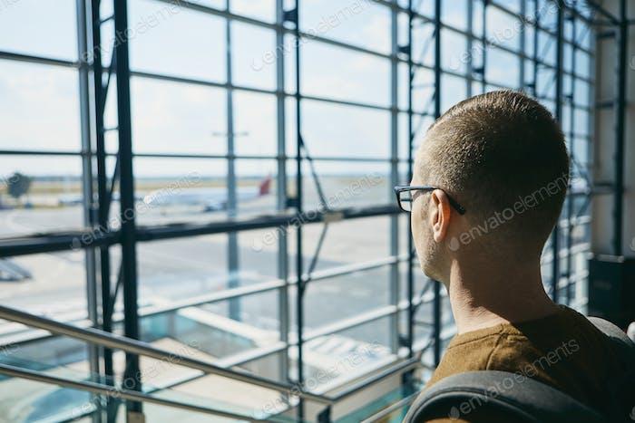 Warten auf Flug