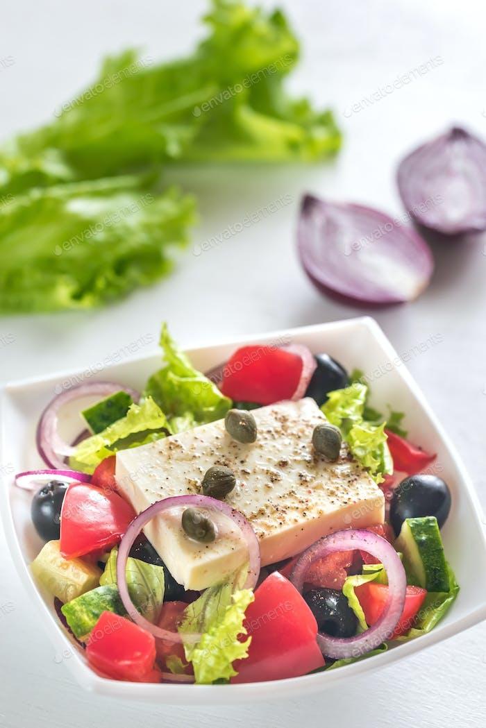 Schüssel mit griechischem Salat