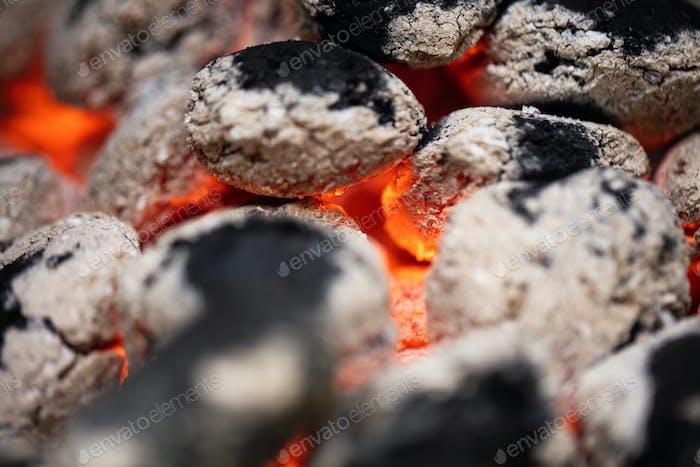 Kohle brennt in Brand.