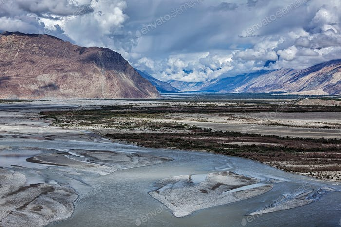 Nubra-Tal und Fluss im Himalaya, Ladakh