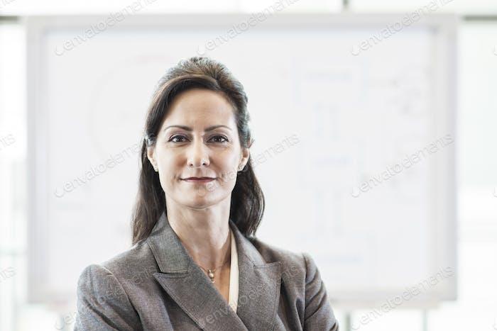 Un retrato de una mujer de negocios caucásicos.