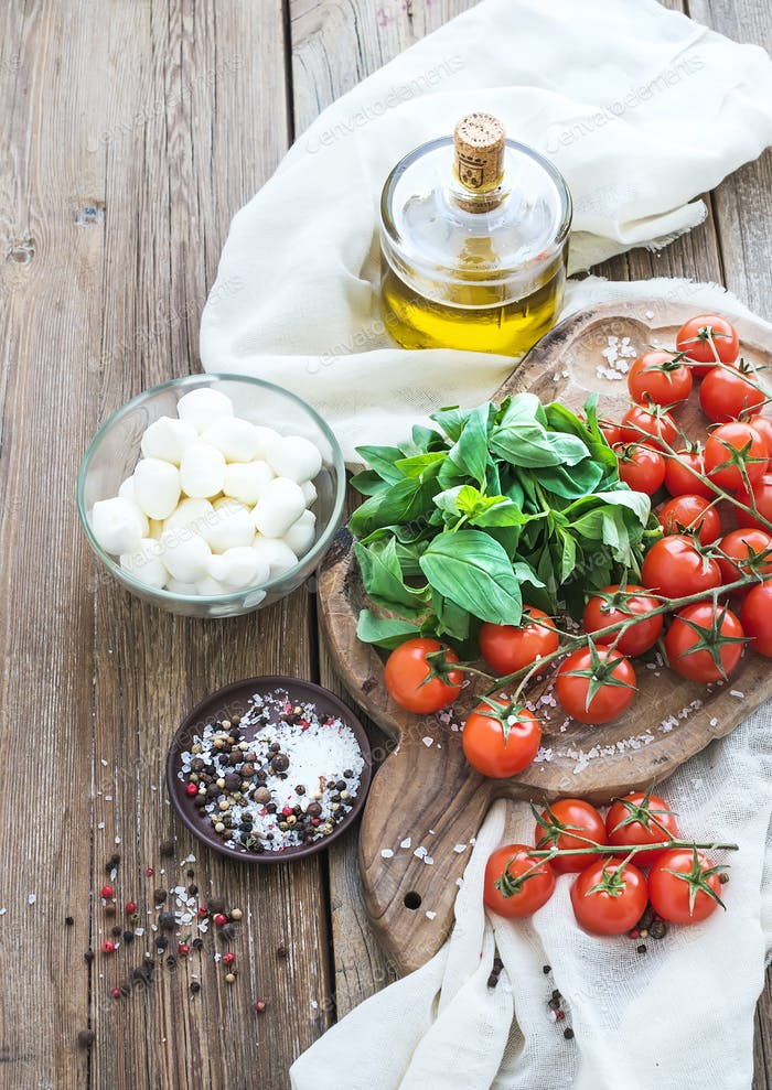 Basil, cherry-tomatoes, mozarella, olive oil, salt, spices
