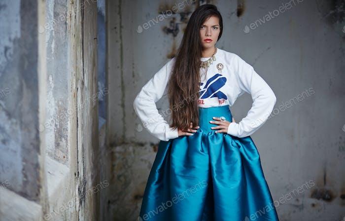 Impresionante chica con el pelo largo