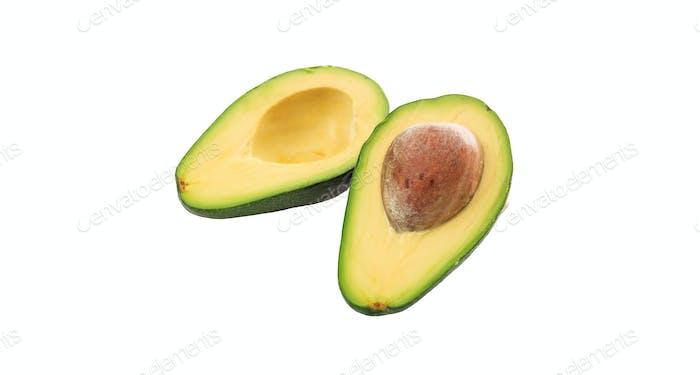 Avocado frischer Schnitt isoliert vor weißem Hintergrund