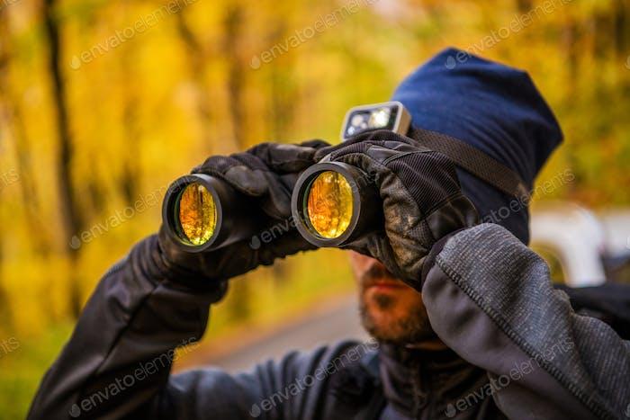 Hombres que detectan la vida silvestre