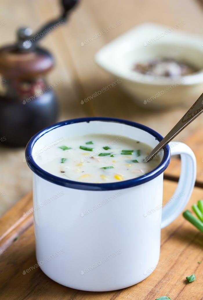 Lachs- und Maissuppe