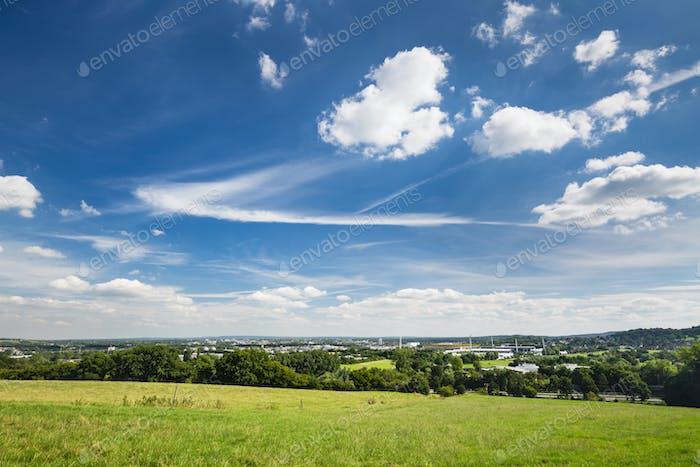 Aachen Übersicht mit tiefblauem Himmel