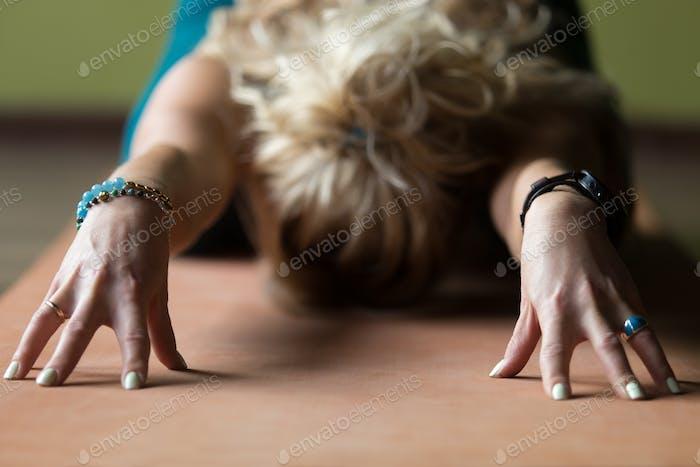 Nahaufnahme von Kind Yoga Pose