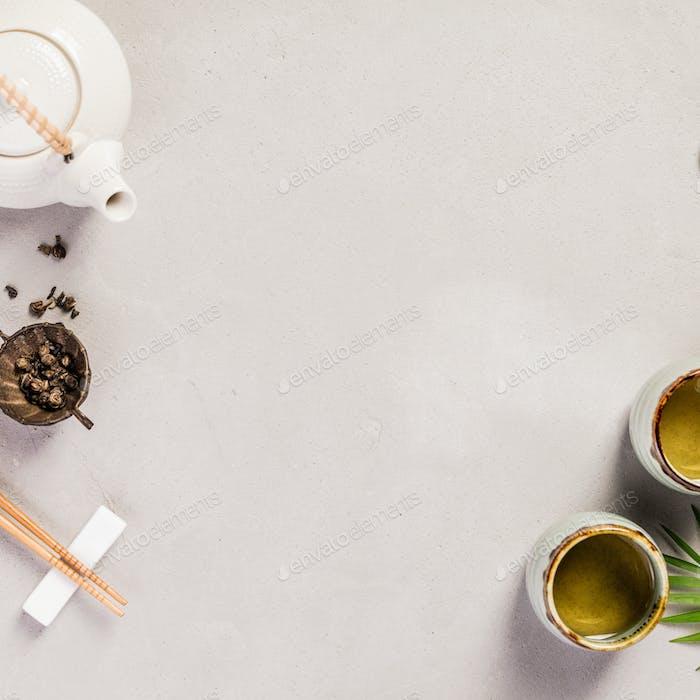 Asiatische Lebensmittel Hintergrund - Tee und Essstäbchen, Raum für Text