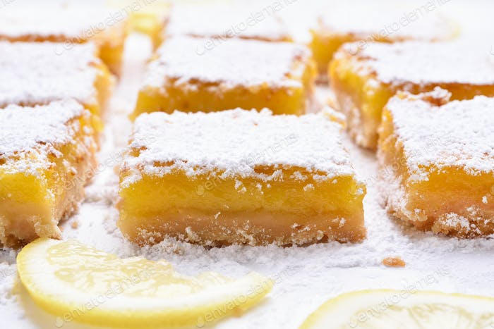Dessert lemon bars