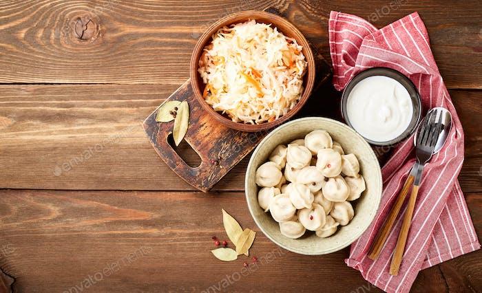 Knödel gefüllt mit Fleisch, Pelmeni, Ravioli, Knödeln