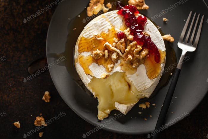 Baked camembert with walnuts and cranberries