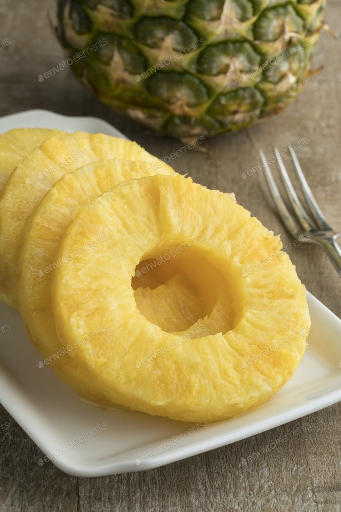 Fresh cut pineapple slices