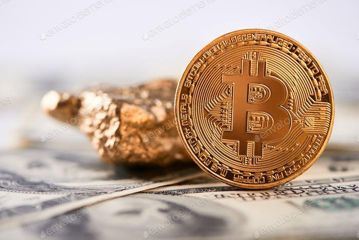 Bitcoin dorado brillante y bulto de oro ponen en el billete de dólar y representan nuevas tendencias financieras