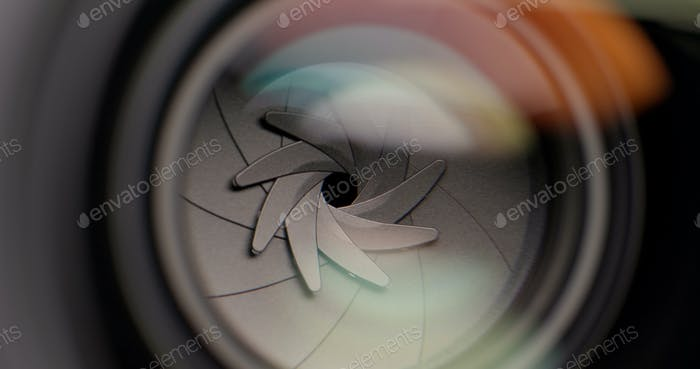 Opening and closing aperture of camera lens