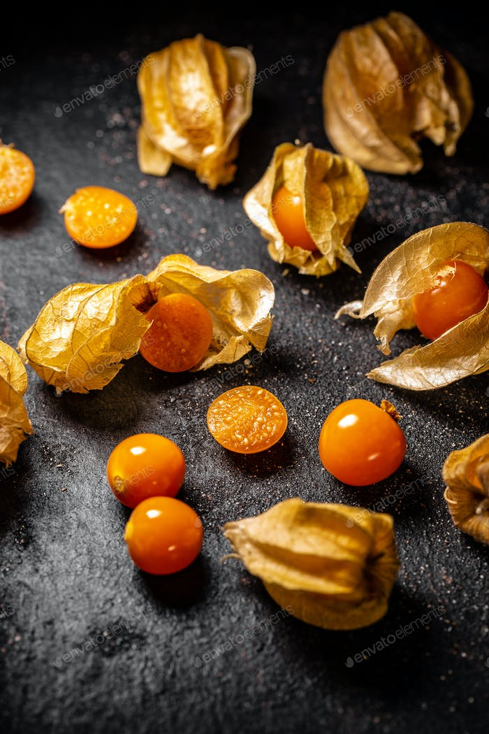 Fresh organic physalis fruit