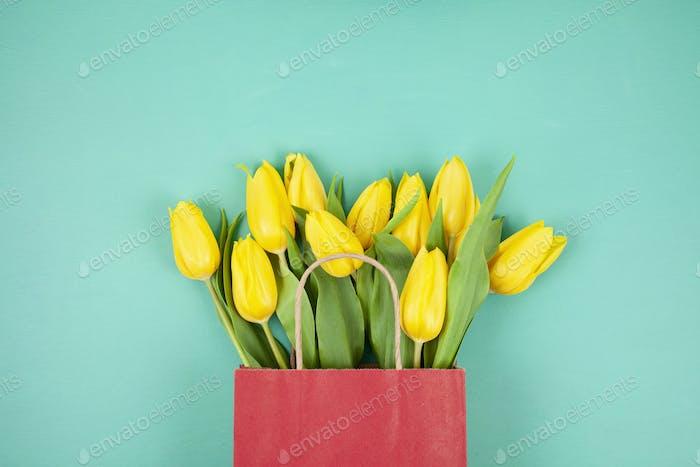 Ramo de tulipanes vista superior