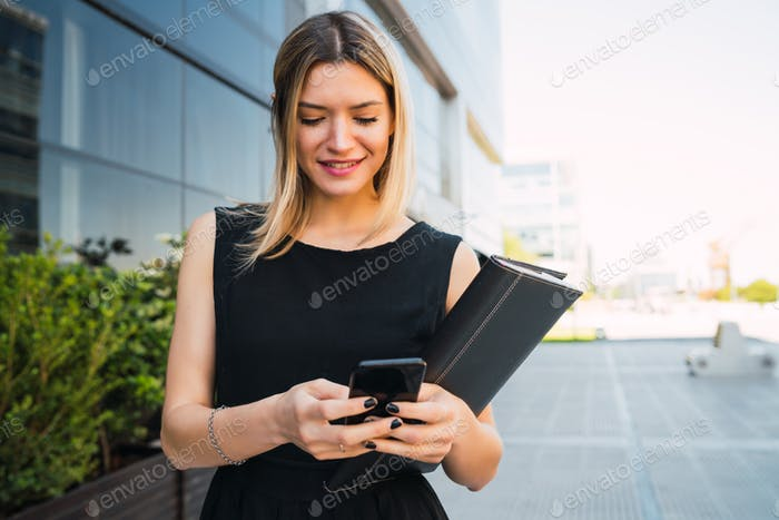 Business woman using her mobile phone.