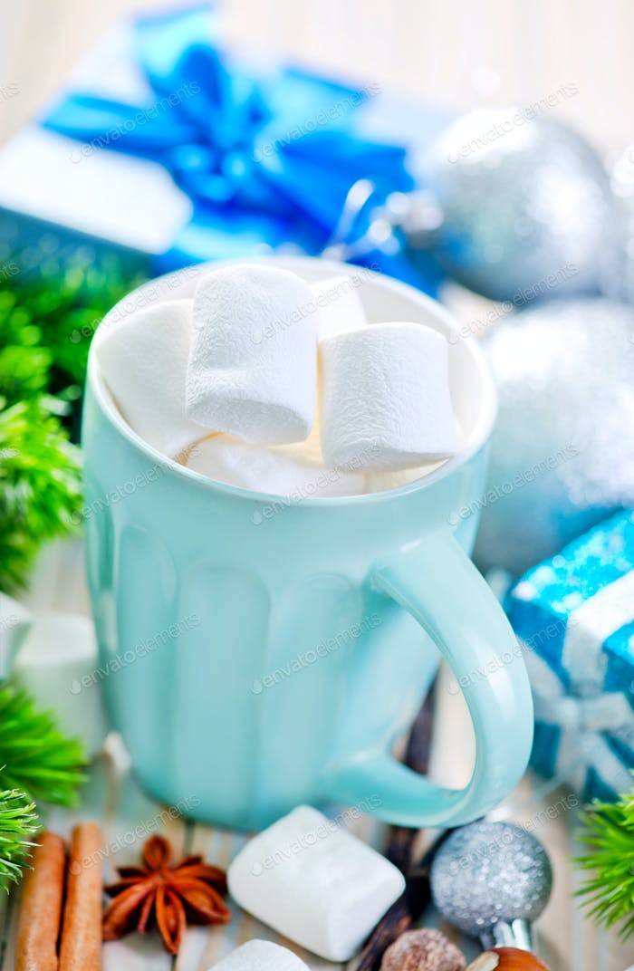 Heißgetränk mit Marshmallows
