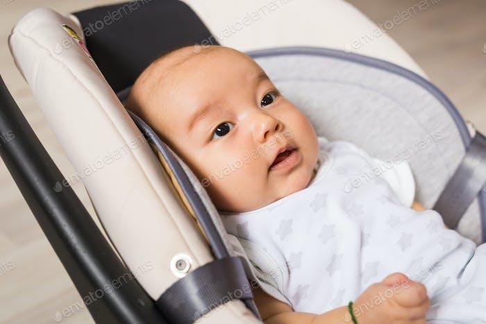 Neugeborenes Baby Junge asiatisch Gemischte Rasse Kleinkind
