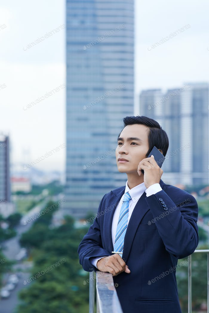 Young entrepreneur calling on phone