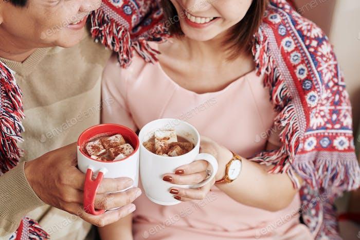 Paar trinken süßen Kakao