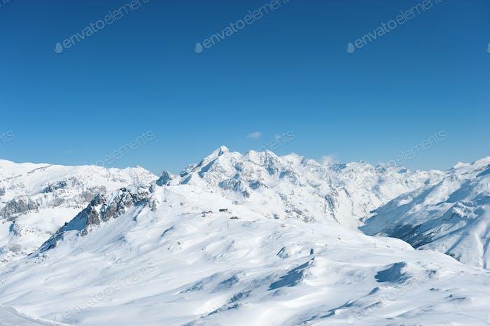 Berge mit Schnee im Winter