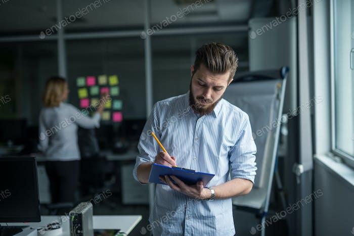 Schreiben auf einem Papier