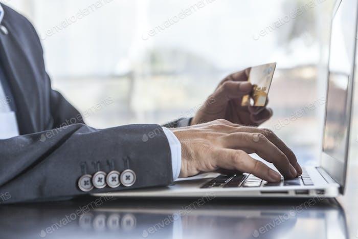 Tarjeta y Ordenador portátil