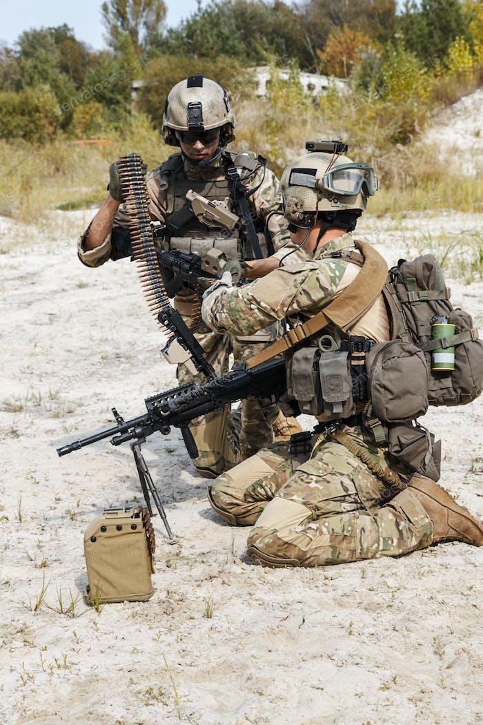 US Army Rangers machinegun crew