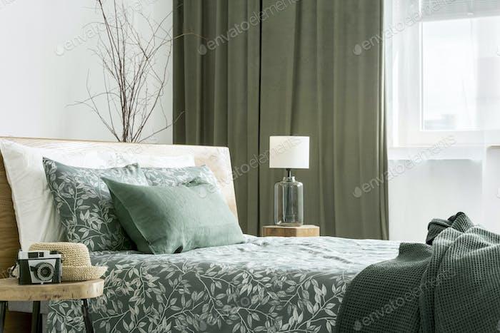 Seitenansicht des Bettes